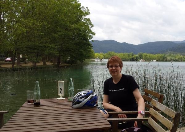 lake banyoles cafe